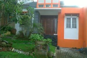 Wening Griya Guest House Semarang - Tampilan Depan