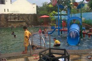Wening Griya Guest House Semarang - Kolam Renang