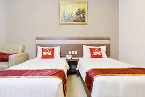 ZenRooms Pangaran Dalem Kaum - Tampak tempat tidur twin