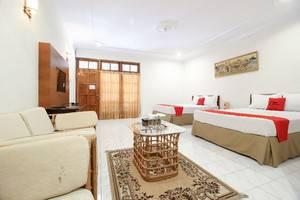 RedDoorz Plus near Alun Alun Selatan 2 Yogyakarta - Room