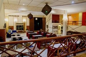 Hotel Gradia 2 Malang - Breakfast lobby