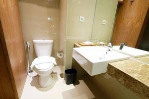 Yellow Star Gejayan Hotel Yogyakarta - Bathroom