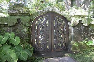 Puri Bayu Villa Kedewatan Bali - Gerbang