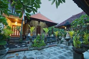 Santhi House Kuta By YOM