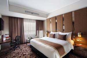 Swiss-Belinn Karawang Karawang - Suite Bedroom