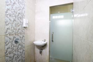 Hotel Rakacia Jakarta - Standard Room Bath room