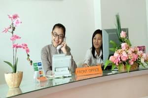 Asoka Hotel Bandung - Receptionist