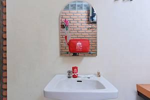 ZenRooms Antapani Syariah Bandung - Kamar mandi