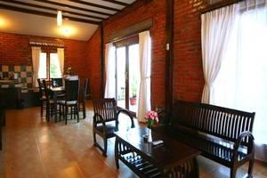Jambuluwuk Puncak Resort Bogor - Interior
