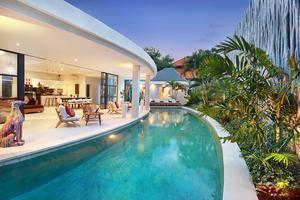 Seminyak White Design Villa