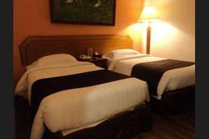 Narita Hotel Tulungagung - Guestroom