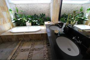 Heliconia Villa Seminyak - Bathroom