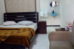 New Merdeka Hotel Jember - Kamar tamu
