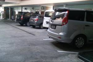 New Merdeka Hotel Jember - Parking Area