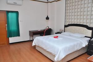 Hotel New Merdeka Jember - Deluxe Room