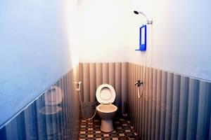 Udan Mas Guesthouse & Gallery Magelang - Bathroom