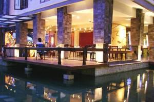 Casa Padma Suites Legian - Kolam Renang
