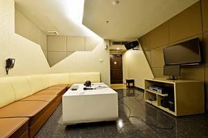 ZEN Premium Mampang Tendean Jakarta - Ruang Santai