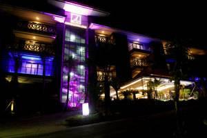 Amaroossa Suite Bali - Malam