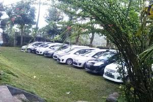 Pondok Buah Sinuan Bandung - Halaman & Parkir Mobil Luas