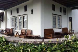 Pondok Buah Sinuan Bandung - Teras depan Kamar untuk Type Big Family Terrace