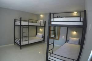 Kuta Beach Hostel Bali - Kamar tamu