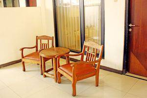 ZEN Rooms Riau Martadinata Bandung - Teras
