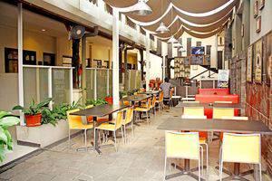 ZEN Rooms Riau Martadinata Bandung - Restoran
