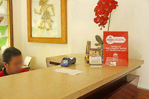 ZEN Rooms Riau Martadinata Bandung - Resepsionis