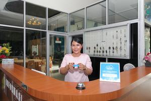 Airy Medan Baru Mataram 21 - receptionist
