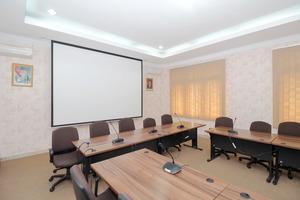 Airy Medan Baru Mataram 21 - meeting room