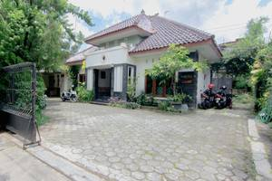 Sabana Homestay Yogyakarta - parking lot 2