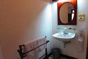 Hotel Cianjur Bali Bali - Bathroom