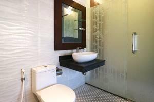 D'Astri Guest House Bali - Bathroom