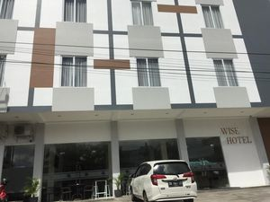 Wise Hotel Tomohon