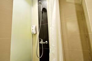 ZenRooms Kuta Sentral Parkir 2 - Kamar mandi