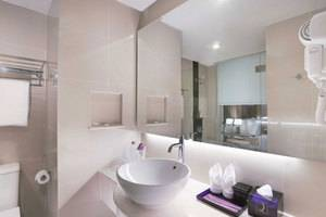 Quest Hotel Surabaya - Kamar Mandi