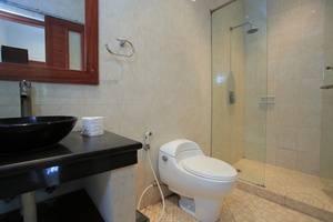 RedDoorz @Bene Sari Kuta - Kamar mandi