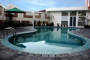 The Eight Hotel Bandung - Kolam Renang