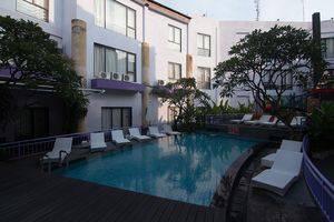 ZenRooms Kuta Sentral Parkir 1 Bali - Kolam Renang