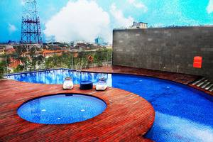 HARRIS Hotel Surabaya - Swimming Pool