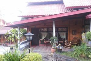 Yoschi's Hotel Probolinggo - Family