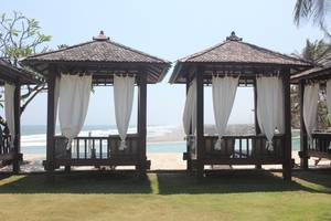 Queen of The South Hotel Parangtritis - gazebo