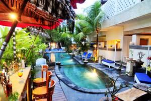 Marbella Pool Suites Seminyak - Bar tepi kolam renang