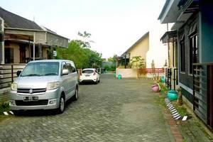 Araya Vacation Home Soekarno Hatta Malang - Jalan lebar, akses 2 mobil berpapasan