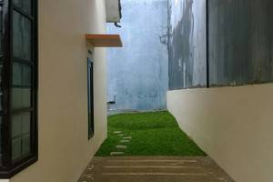 Araya Vacation Home Soekarno Hatta Malang - Carport