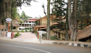 Hotel Pandu Lakeside Tuktuk Samosir - Exterior