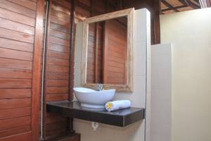 Dinatah Lembongan Villas Bali - Kamar mandi