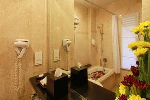 The Lokha Legian Bali - Deluxe Bathroom