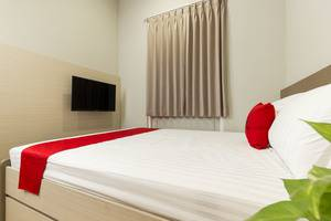 RedDoorz Plus at Patal Senayan -